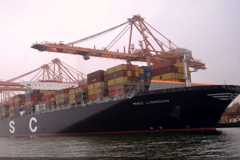 Transporte marítimo, aéreo y terrestre.